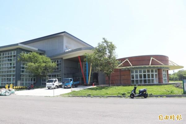 宜蘭縣國民運動中心,將延到9月底營運,但率先曝光的各項設施收費,遭民眾批評是「貴族式」。(記者林敬倫攝)