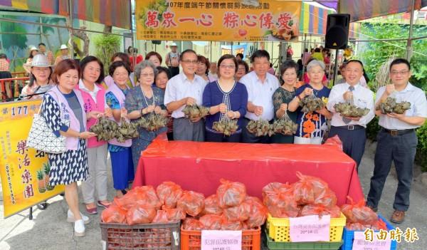 南投仁愛之家舉辦「萬粽一心、粽心傳愛」活動,將分送給650戶弱勢家庭。(記者謝介裕攝)