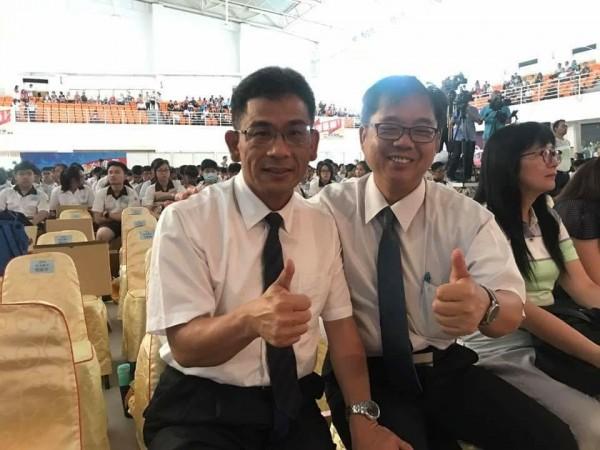 鹿港國中校長吳柏林(圖右)即將接任成功高中校長。(取自成功高中臉書網頁)