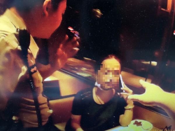 海山警分局海山派出所以高女(見圖)持偽造饗食天堂餐券,將她依現行犯移送。(記者吳仁捷翻攝