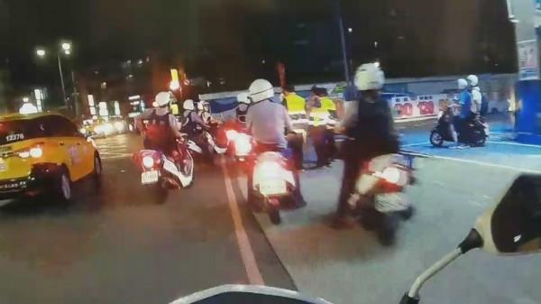 警方出動快打部隊前往,趕抵時犯嫌已逃離現場。(記者吳昇儒翻攝)