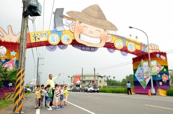 三星鄉有機米香節將在7月7日、8日登場,鄉公所打造大型入口意象迎賓。(記者張議晨翻攝)