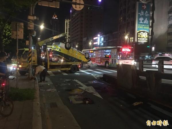轄區大同警分局據報,立刻趕往處理,事故現場採證後將車輛拖離現場,交通也已恢復順暢。(記者陳恩惠攝)