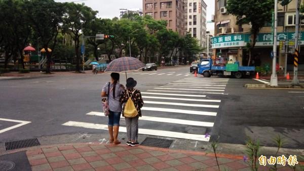 台北市去年者長行人死亡20人,受傷達721人,因此今年正加強對長者的交通安全宣導。(記者黃建豪攝)