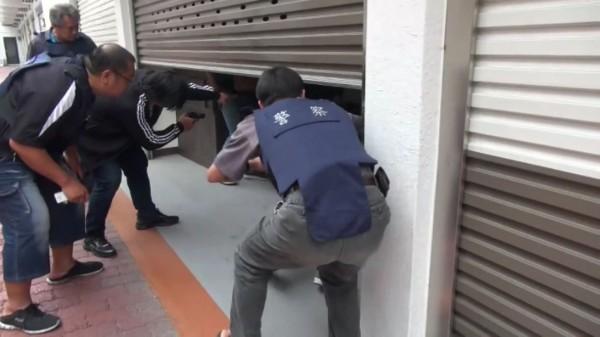 高市刑大攻堅追緝毒品通緝犯。(記者黃良傑翻攝)
