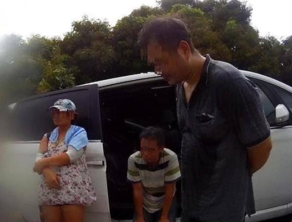 通緝犯林男(右)將暗中跟車的員警誤認是同行友人,結果芒果還沒採到,就和女友(左)被移送法辦。(記者蘇福男翻攝)
