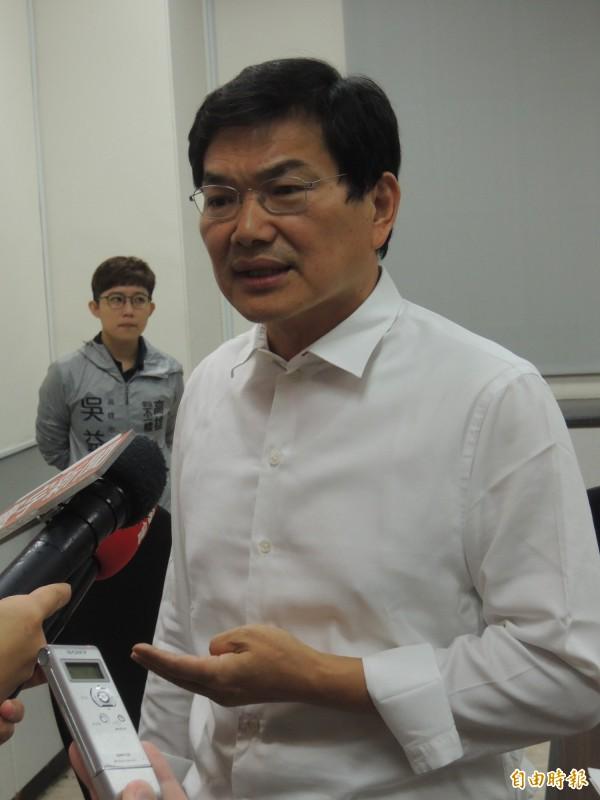 親民黨高市議員吳益政今公佈高雄市長選舉民調。(記者王榮祥攝)