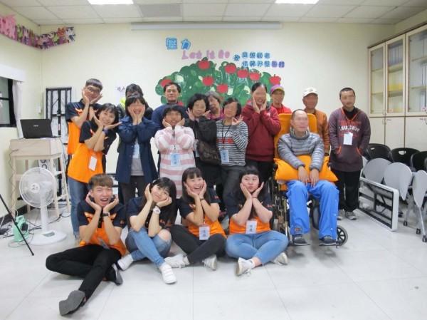 屏科大社工系學生至社福單位實習。(圖由屏科大提供)