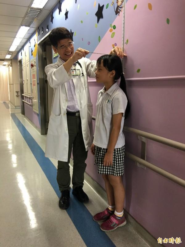 醫師陳敏恭提醒後天努力也能有效幫助長高。(記者蔡淑媛攝)