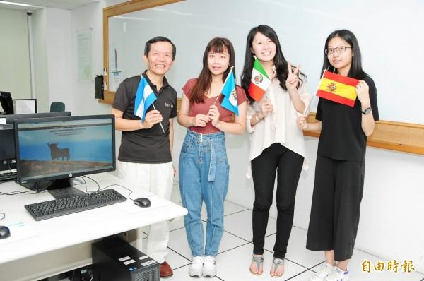 靜宜大學建置「西文多元文化教學」網站,以增進國人對拉丁美洲與西班牙的認識。(記者歐素美攝)