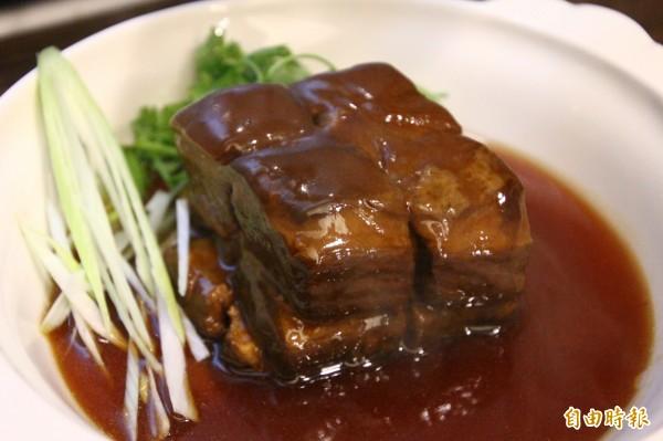 芝麻光餅夾東坡肉。(記者林宜樟攝)