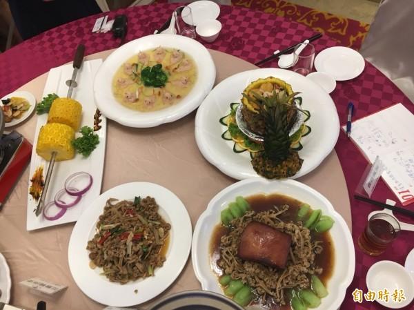 「炒花椰菜乾」原本是招待賓客的菜餚,結果小兵立大功,反成為店內招牌菜。(記者顏宏駿攝)