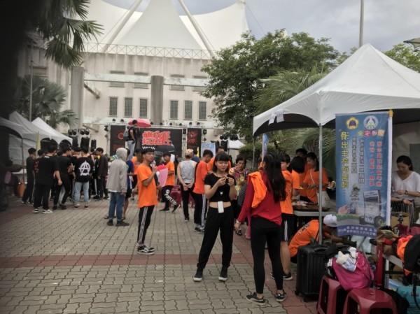 東石高中熱舞營聯合舞展,讓學生們秀成果,推動健康的運動。(記者林宜樟翻攝)