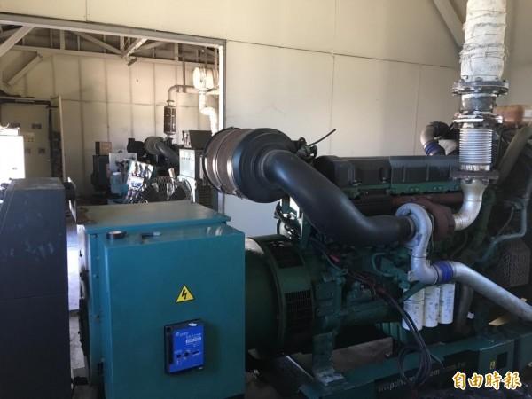 東吉島三部發電機組,僅剩一部勉強運作發電。(記者劉禹慶攝)