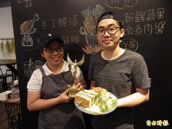 Action!早倉由52歲老闆娘楊綉霞和30歲的兒子陳建綸共同經營,主打天然和美味。(記者陳心瑜攝)