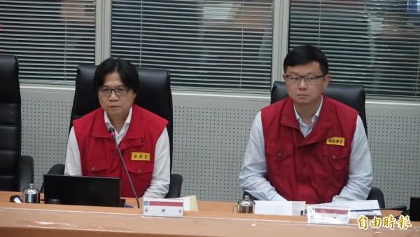 中央災害應變中心今上午9時舉辦第6次工作會報,內政部長葉俊榮(左一)對於北北基放假不同調未正面回應。(記者陳薏云攝)