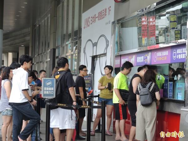 新北市颱風假,購物中心及電影院人潮不如預期。(記者翁聿煌攝)