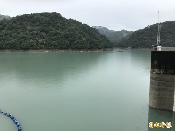 瑪莉亞帶來豐沛雨水,石門水庫景色變得優美。(記者李容萍攝)