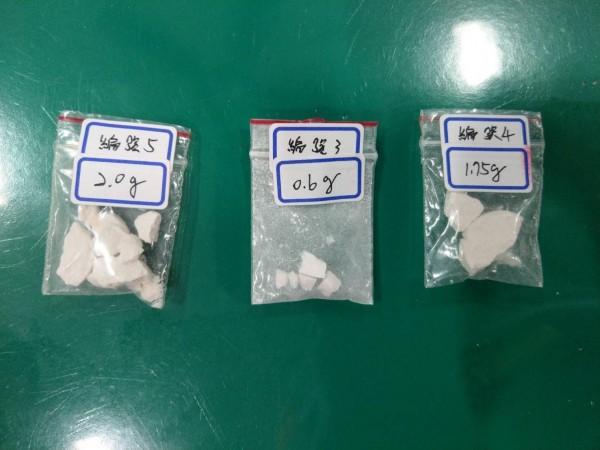 警方查獲共重348公克的安非他命及約5公克的海洛因毒品。(記者彭健禮翻攝)