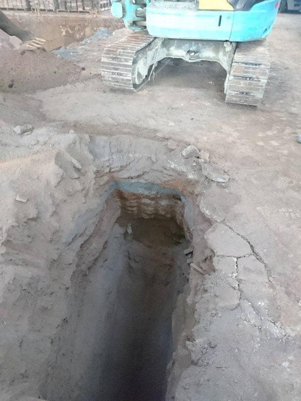 千興公司涉把產出的有害事業廢棄物掩埋在廠區土地下方。(記者王俊忠翻攝)