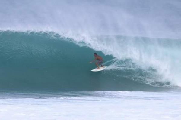 南灣衝浪好手郭恆良,認為衝颱風浪不是必然危險。(郭恆良提供)