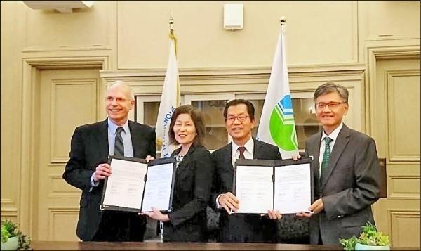 美國環保署首席副助理署長西田珍(左二)近期訪台。(環保署提供)