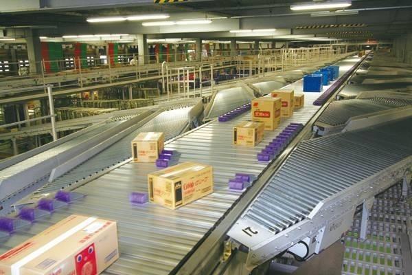 設置自動化存撿取貨設備,無人台車高效搬運,360秒撿送至廠區各物流。(圖由大江生醫提供)
