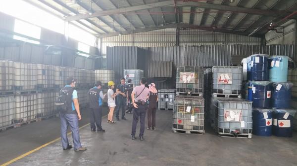 非法堆置1178桶貝克桶場址。(環保署提供)
