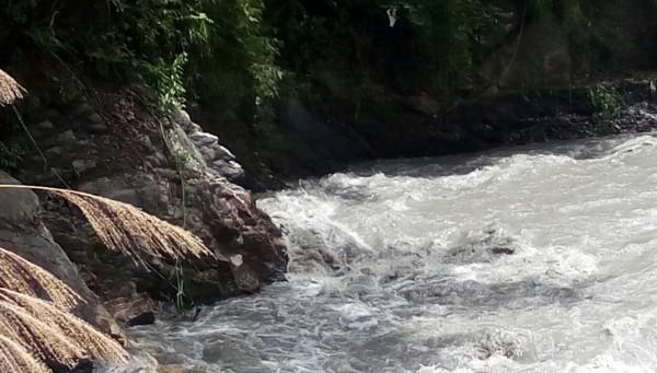 司界蘭溪河床水量大且混濁,雪霸國家公園志佳陽線無法通行。(雪霸處提供)