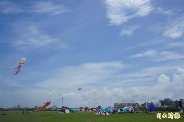 今年吉貝沙灘嘉年華也將配合施放風箏,增加活動熱鬧性。(記者劉禹慶攝)