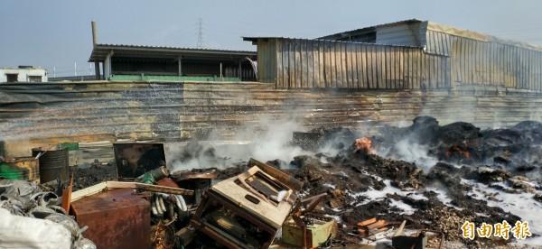 高雄市露天燃燒今年減少一成三。(記者陳文嬋攝)