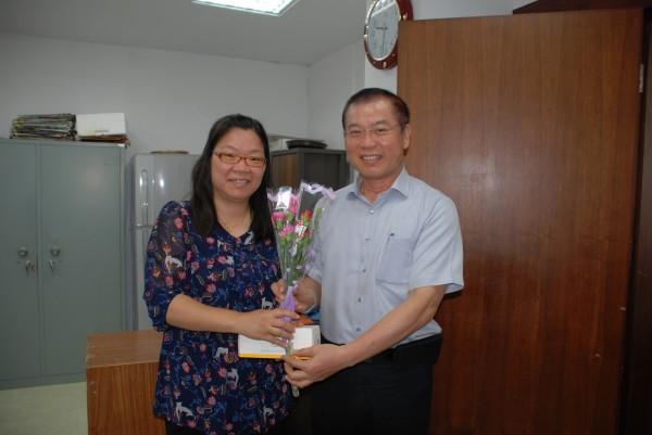 保三總隊長李永癸(右)調高雄市警察局長。(記者姚岳宏翻攝)