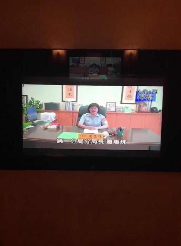 新竹市警局第一分局長蕭惠珠為提醒民眾切勿酒後誤事、遠離毒品,她自錄40秒宣導MV,和轄內KTV業者配合,於民眾點歌歡唱前公播,用柔聲喚起民眾自覺。(記者王駿杰翻攝)