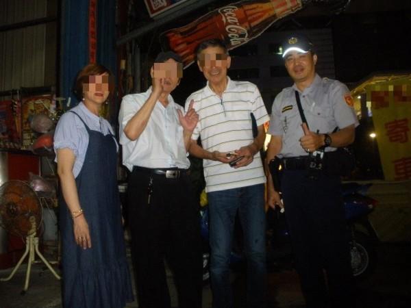 杉山(右二)感謝林文明(右一)、租車行人員(左一)及司機(左二)找回錢包。(記者洪定宏翻攝)