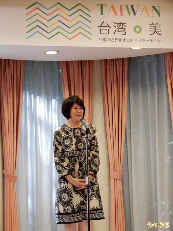 以艺术促进日台交流有功,国家文化艺术基金会董事长林曼丽获「外务大臣表彰」。图为今年五月二十日我国驻日代表处画展「台湾美」开幕时致词画面。(记者林翠仪摄)