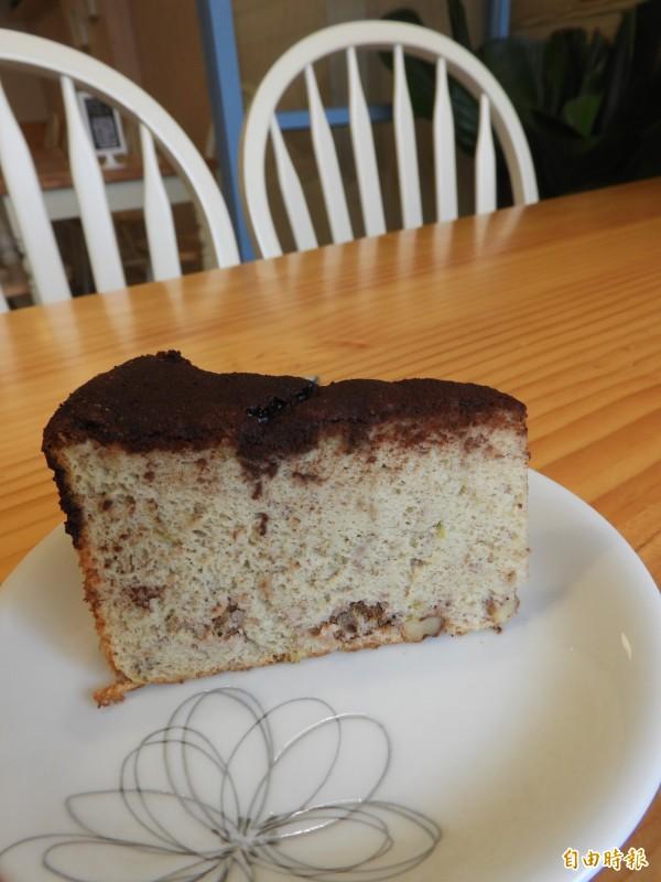 黑巧香蕉蛋糕。(記者洪瑞琴攝)