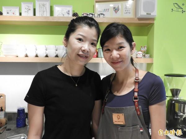 鄭凱徽(左,姐姐)、鄭亦筑(右,妹妹)姊妹情深,一起圓夢開甜點咖啡店。(記者洪瑞琴攝)