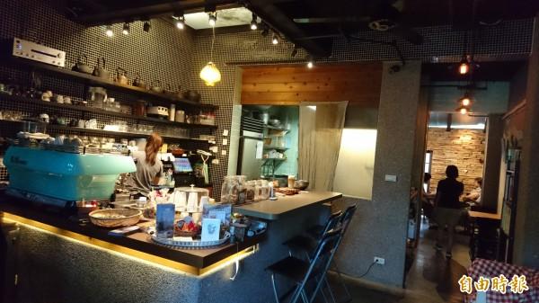 是吉咖啡內部空間營造溫馨氛圍。(記者劉婉君攝)