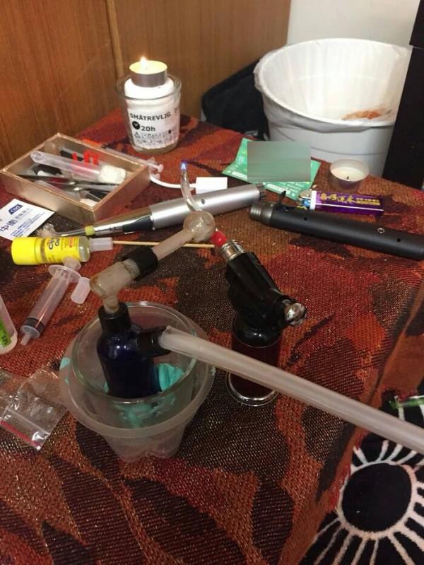 警方起出安毒及吸食器。(記者許國楨翻攝)(記者許國楨攝)