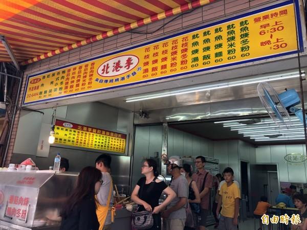 專賣肉羹、花枝羹、魷魚羹等美食的「北港李」,低調飄香逾23年,每逢用餐時間總有絡繹不絕的人潮。(記者魏瑾筠攝)