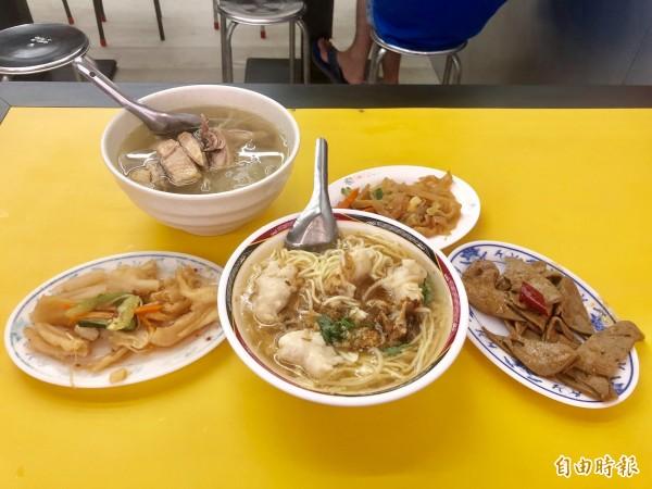 飄香逾23年的「北港李」,陪伴許多人從小吃到大。(記者魏瑾筠攝)