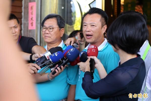 民進黨提名嘉義縣長參選人翁章梁接受媒體聯訪。(記者蔡宗勛攝)