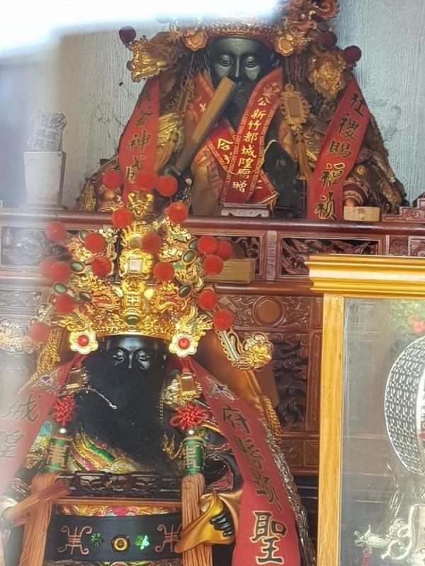寺壇祀奉城隍爺。(翻攝自「爆料公社」)