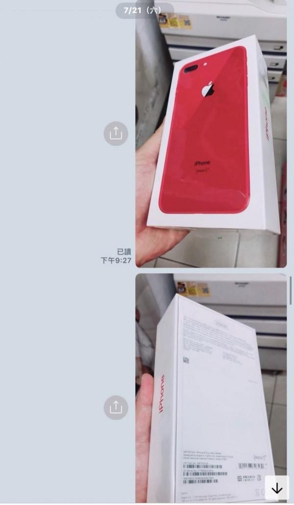 黃姓手機賣家在網路交易當紅的紅色Iphone8,意外被捲入詐騙案件。(記者陳冠備翻攝)