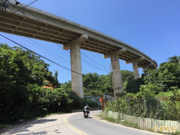 基隆月眉路高架段主結構完成,將於11月完工。(記者盧賢秀攝)