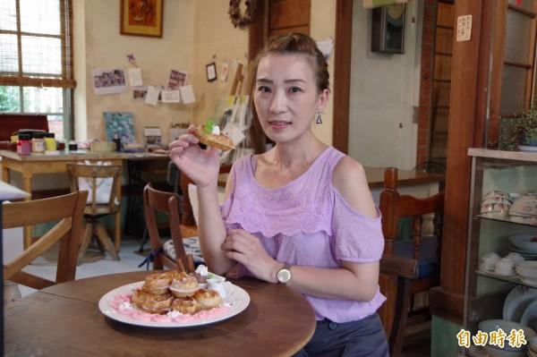 美術老師徐圓榕將80多年的日式磚造老屋注入新生命,打造成文創咖啡店,讓進入此空間的旅人慢下來品嘗美食,感受空間創意。(記者曾迺強攝)