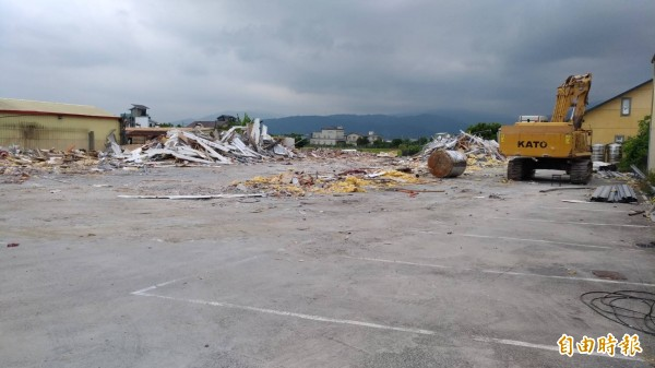 品華會館被縣府列為重大違規限期拆除,目前現址已被夷為平地。(記者張議晨攝)