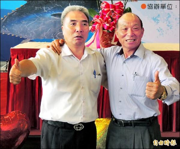 蘇澳區漁會理事長蔡源龍(右)涉嫌透過林姓前過代招待會員代表旅遊、宴飲來賄選,遭到起訴,也有參與宴飲的漁會總幹事陳春生(左)則因證據不足,不起訴處分。(資料照)