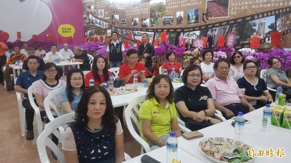 蕭淑麗競選總部召開臨時記者會,不少支持者到場力挺。(記者丁偉杰攝)
