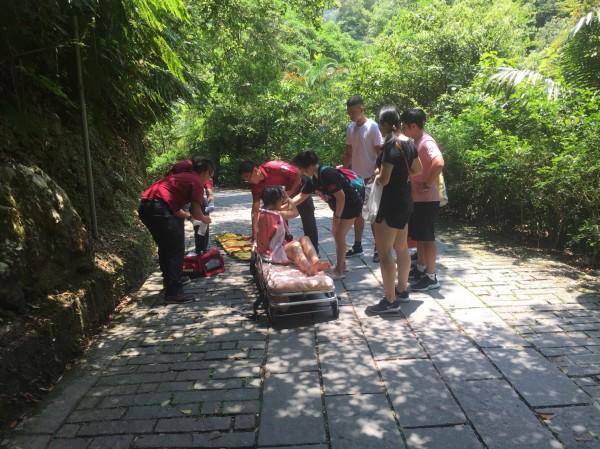礁溪五峰旗驚傳落石砸傷人的意外。(記者林敬倫翻攝)